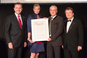 SALON 2012 Sieger: Weingut Wurzinger, Burgenland (Bild Mitte), links: Minister Niki Berlakovich, rechts: Geschäftsführer ÖWM Willi Klinger