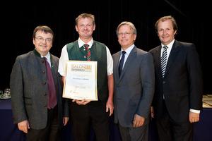 Weinbau Labanz, links GF Willi Klinger, rechts Dir. Edmund Gollubits, Grand Casino Baden und Mag. Oliver Kitz, Casinos Austria